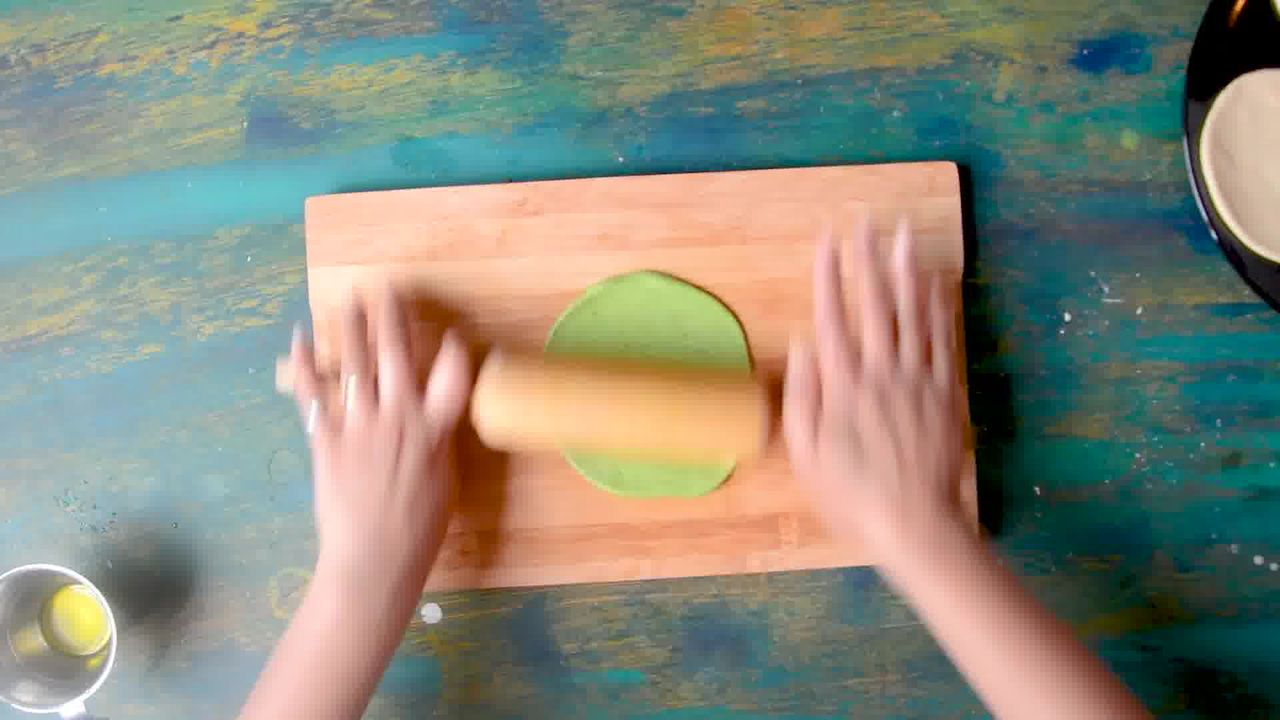 Image of the cooking step-2-8 for Palak Puri - Spinach Puri (Step-by-step video)