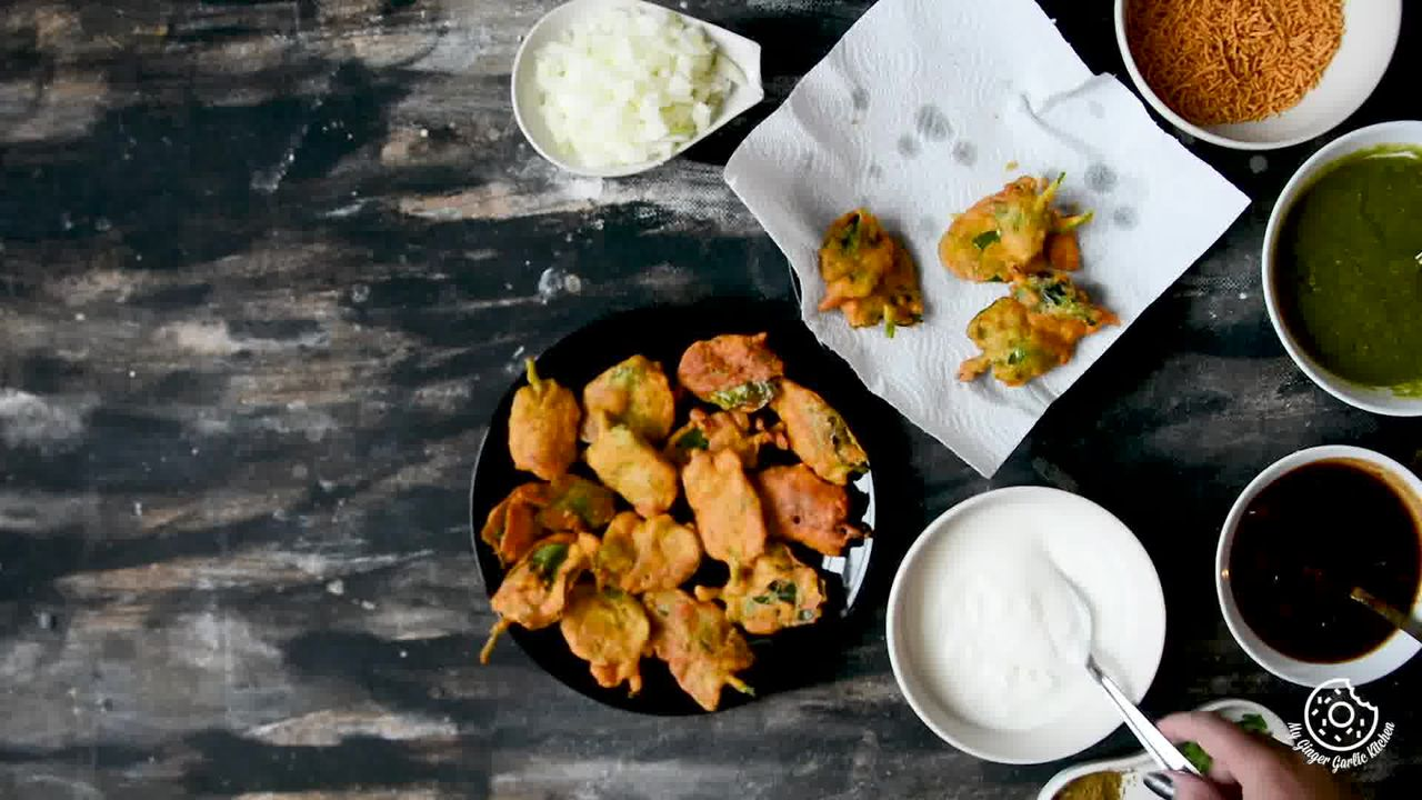 Image of the cooking step-2-1 for Palak Patta Chaat Recipe - Spinach Leaf Fritters