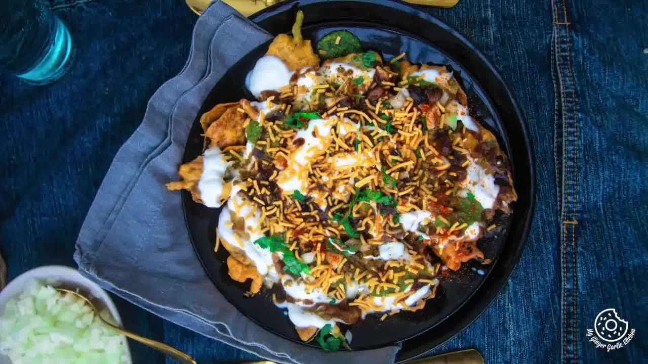 Image of the cooking step-2-7 for Palak Patta Chaat Recipe - Spinach Leaf Fritters