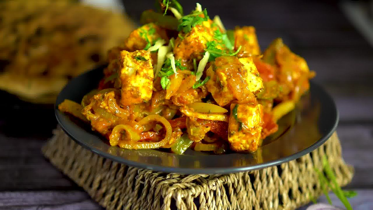 Image of the cooking step-1-16 for Paneer Jalfrezi