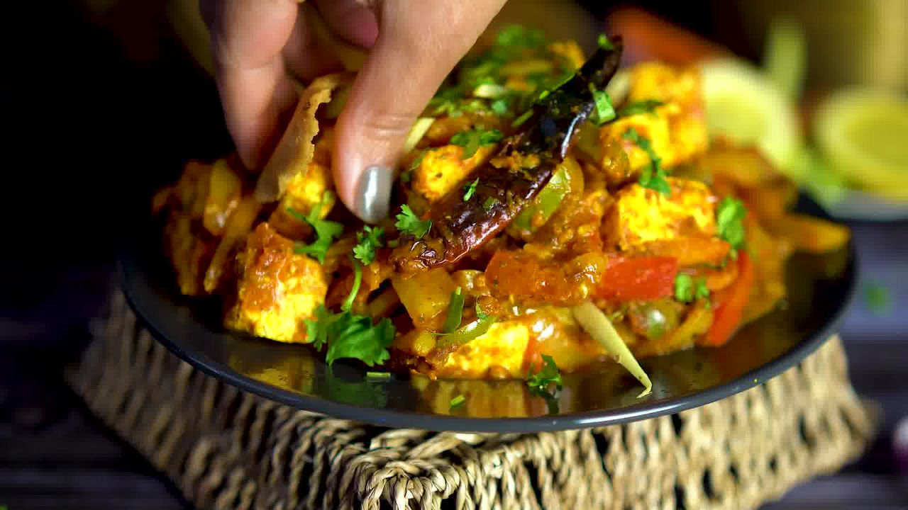 Image of the cooking step-1-17 for Paneer Jalfrezi
