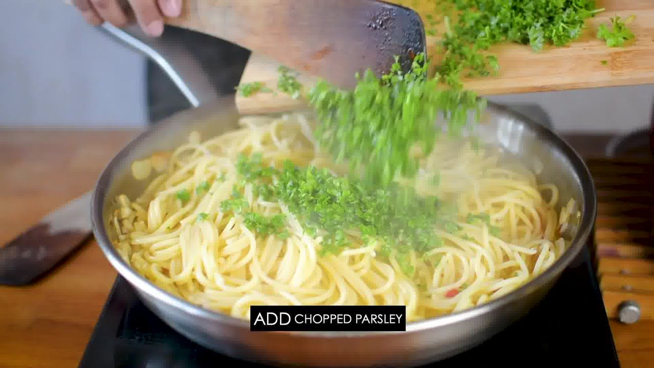 Image of the cooking step-1-10 for Pasta Aglio E Olio (Spaghetti with Oil and Garlic)