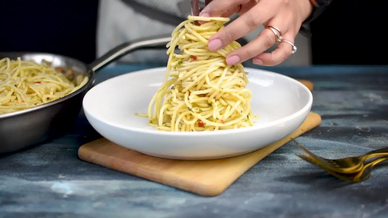 Image of the cooking step-1-13 for Pasta Aglio E Olio (Spaghetti with Oil and Garlic)