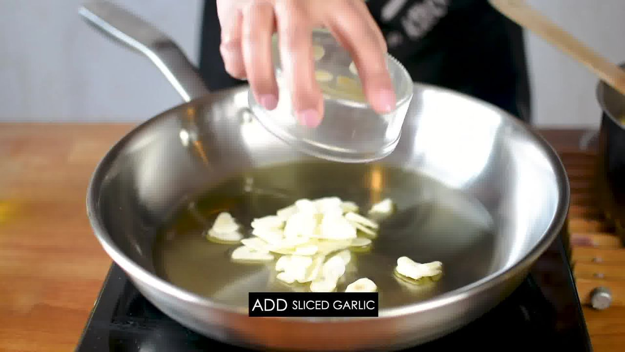 Image of the cooking step-1-5 for Pasta Aglio E Olio (Spaghetti with Oil and Garlic)