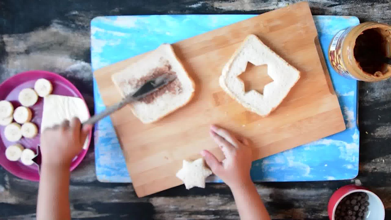 Image of the cooking step-1-2 for Peanut Butter Chocolate Banana Sandwich | Video Recipe