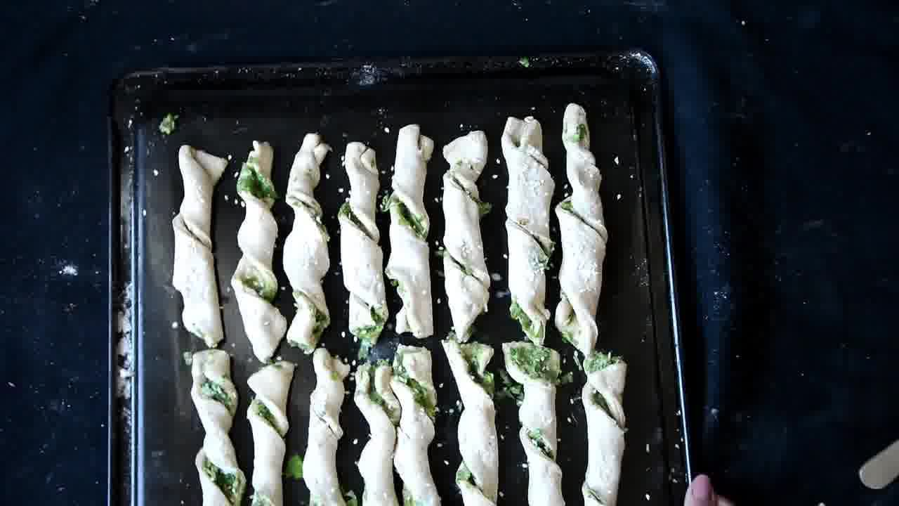 Image of the cooking step-1-11 for Pizza Dough Twists with Parsley