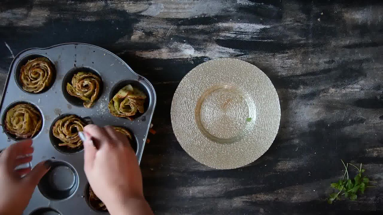 Image of the cooking step-1-12 for Potato Roses - Potato Gratins (Video)