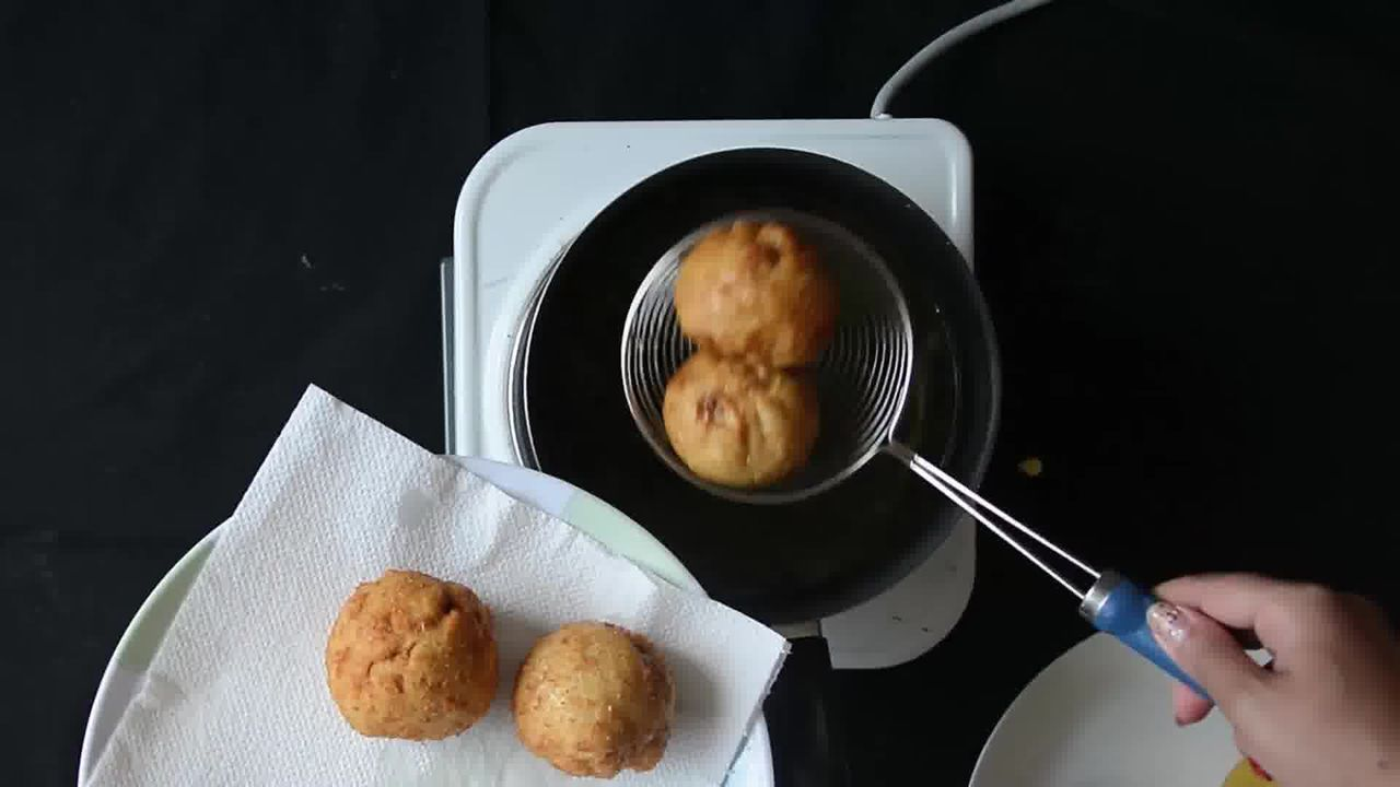 Image of the cooking step-2-7 for Bread Roll (Video)