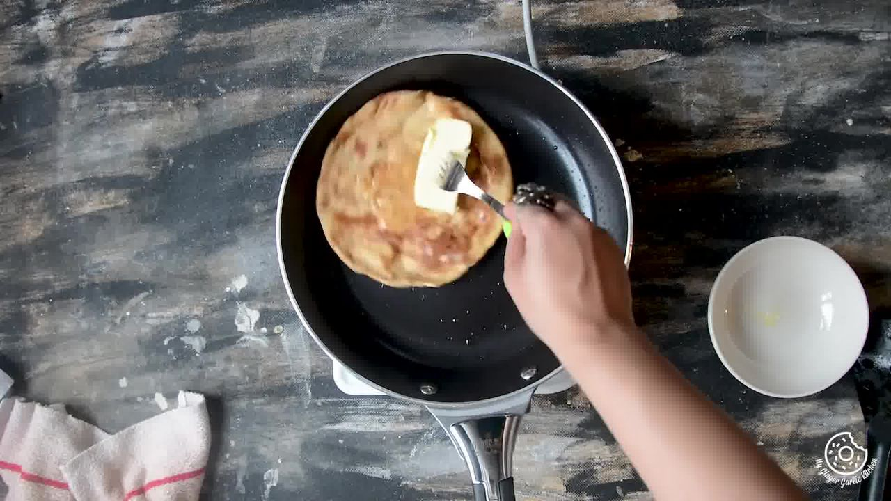 Image of the cooking step-5-4 for Aloo Paratha - Tandoori Aloo Ka Paratha (2 Ways)