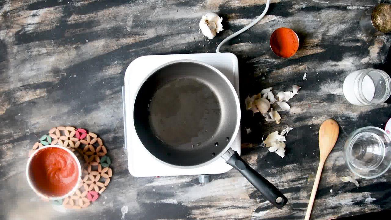 Image of the cooking step-1-3 for Rajasthani Lehsun Ki Chutney - Garlic Chutney (2 Ways)