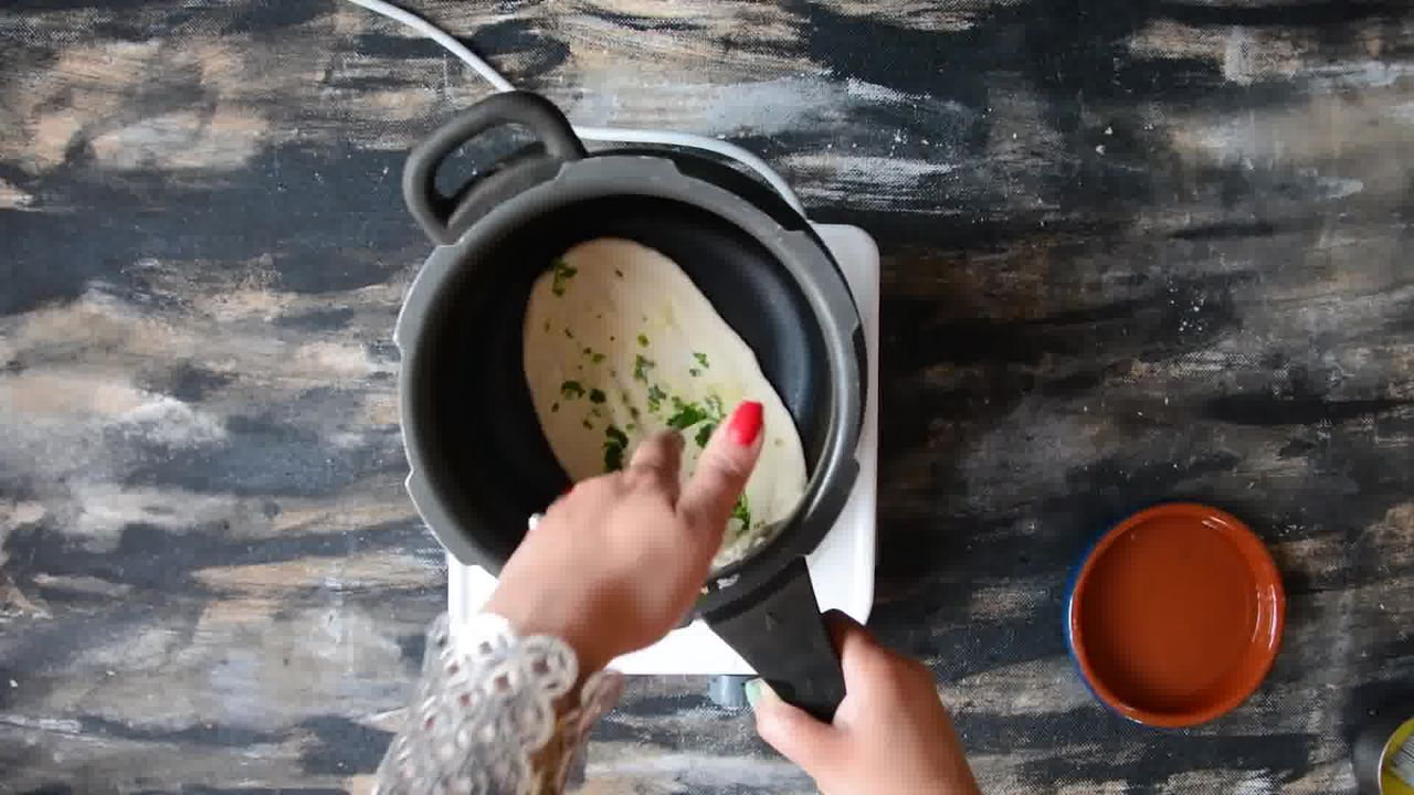 Image of the cooking step-5-2 for Restaurant Style Garlic Naan - 3 Ways