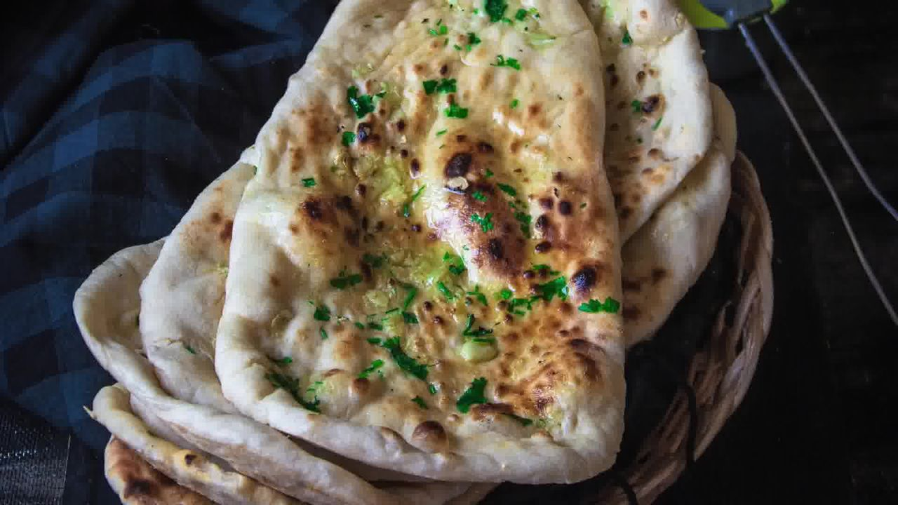 Image of the cooking step-6-4 for Restaurant Style Garlic Naan - 3 Ways