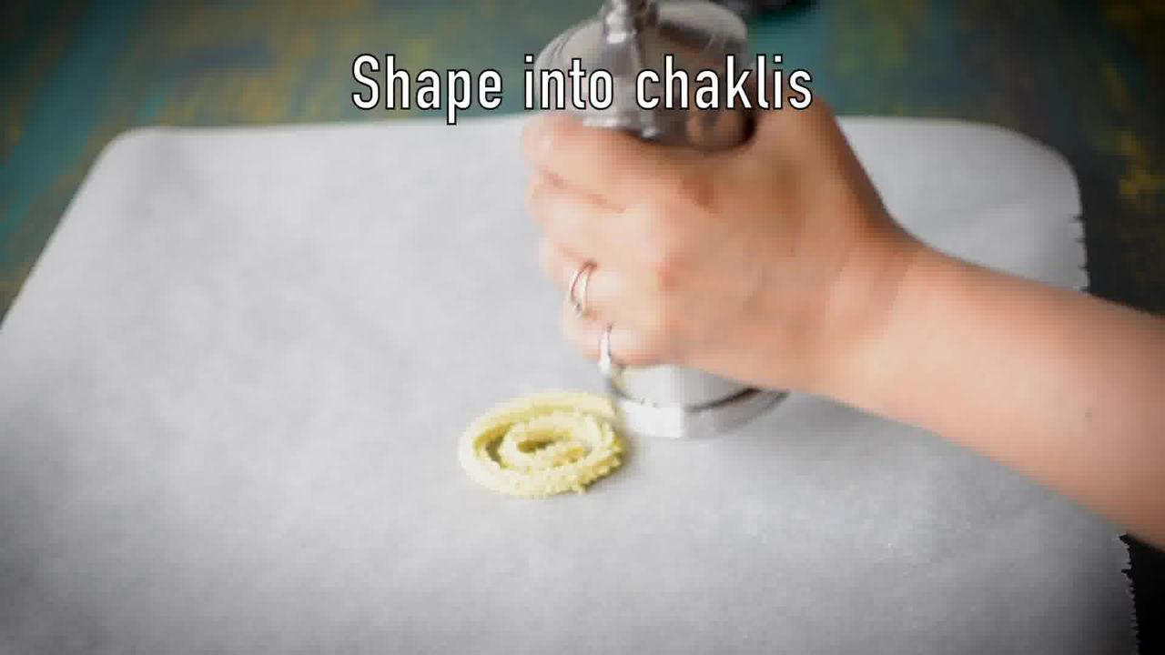 Image of the cooking step-2-3 for Chakli Recipe – Instant Rice Chakli (Fried + Baked)