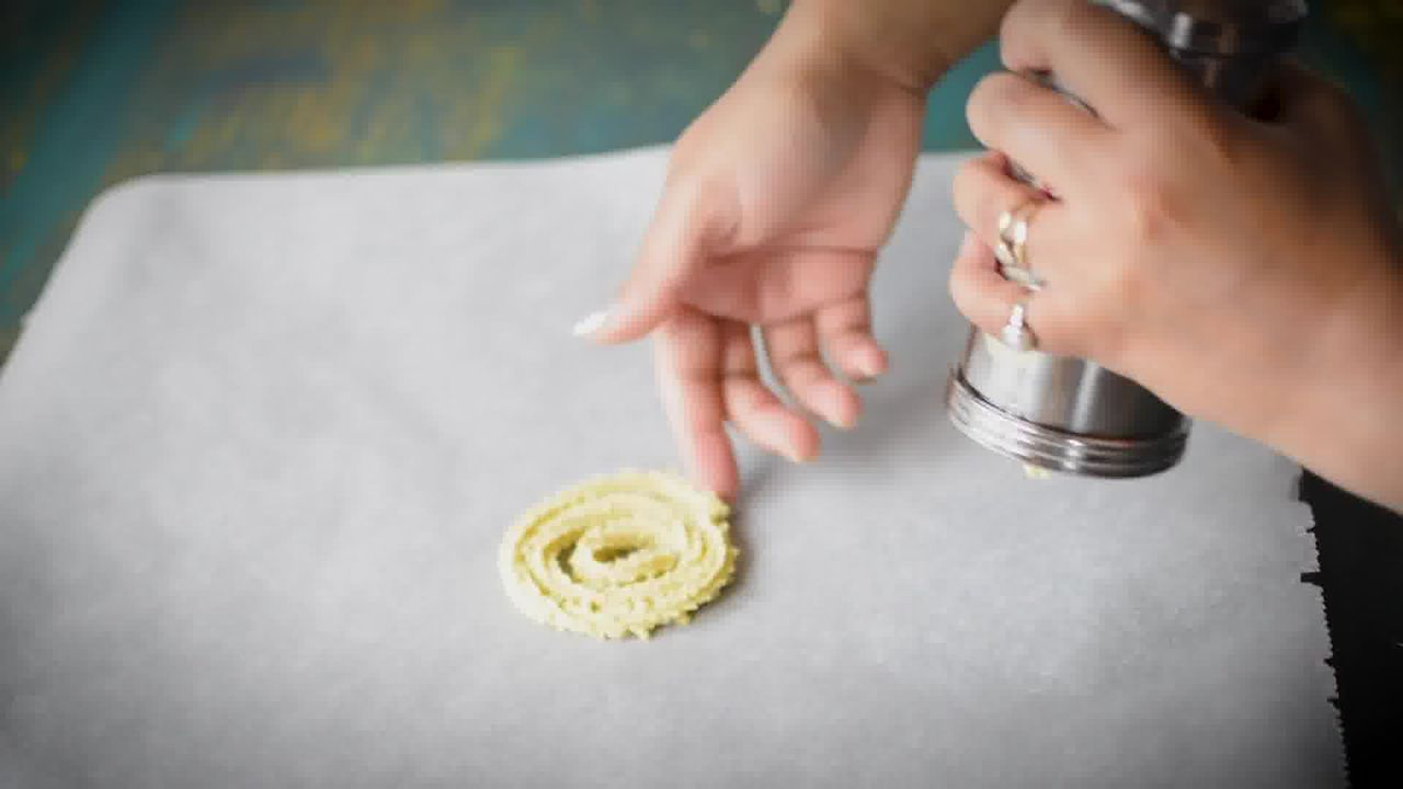 Image of the cooking step-2-4 for Chakli Recipe – Instant Rice Chakli (Fried + Baked)