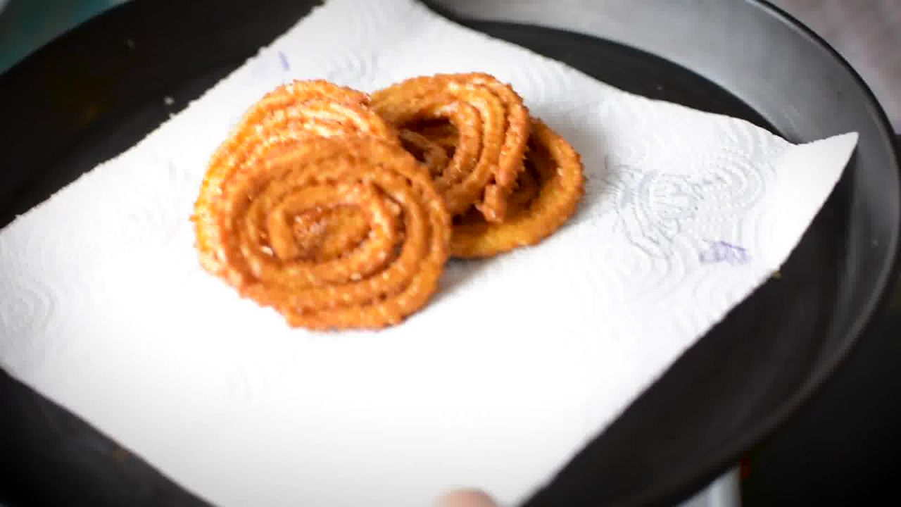 Image of the cooking step-3-3 for Chakli Recipe – Instant Rice Chakli (Fried + Baked)