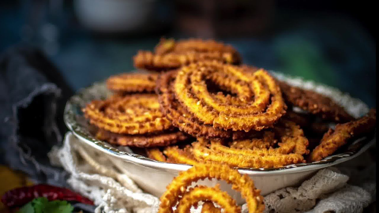 Image of the cooking step-3-4 for Chakli Recipe – Instant Rice Chakli (Fried + Baked)