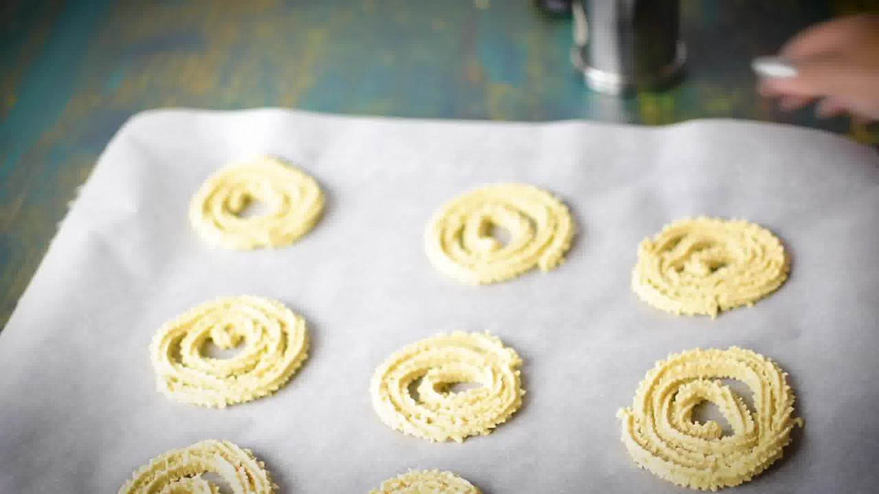 Image of the cooking step-4-1 for Chakli Recipe – Instant Rice Chakli (Fried + Baked)