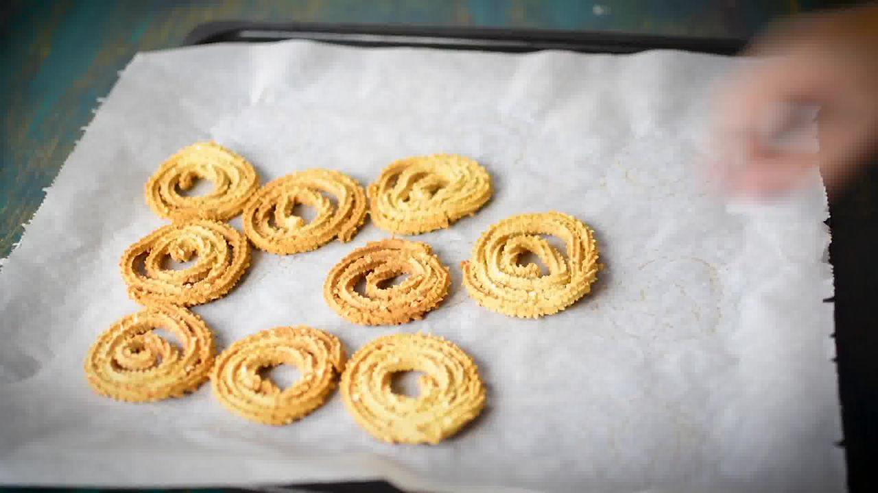 Image of the cooking step-4-3 for Chakli Recipe – Instant Rice Chakli (Fried + Baked)