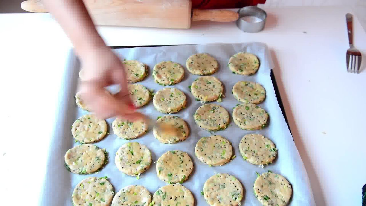 Image of the cooking step-1-10 for Salty-Sweet Whole Wheat Onion Crackers Recipe