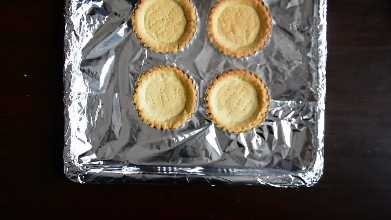 Image of the cooking step-1-7 for Snickers Mini Chocolate Tarts