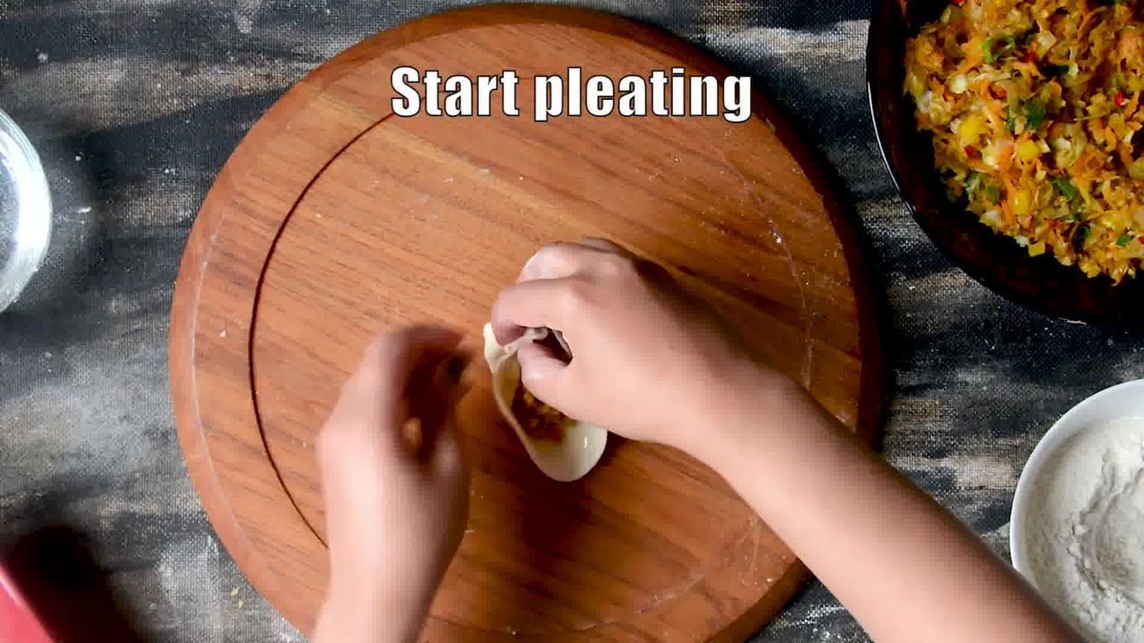 Image of the cooking step-4-4 for Steamed Vegetable Momos With Spicy Chili Chutney - Dim Sum