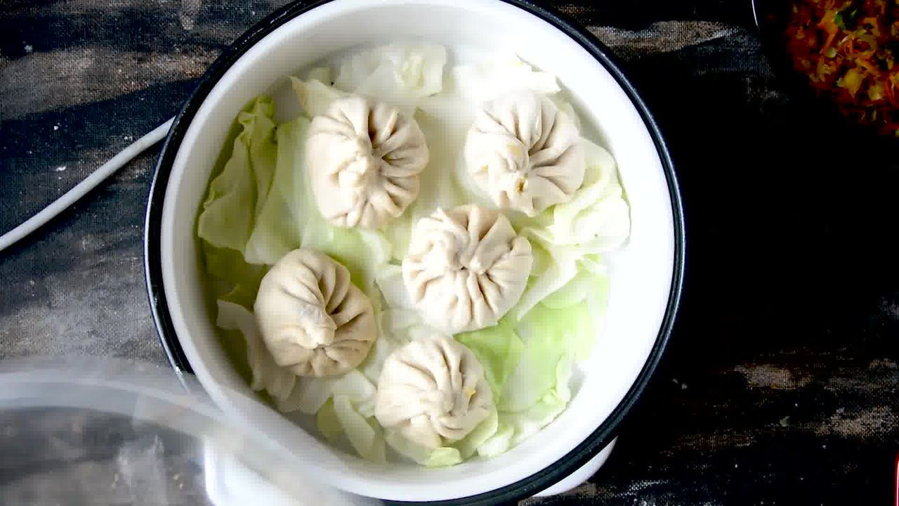 Image of the cooking step-5-2 for Steamed Vegetable Momos With Spicy Chili Chutney - Dim Sum