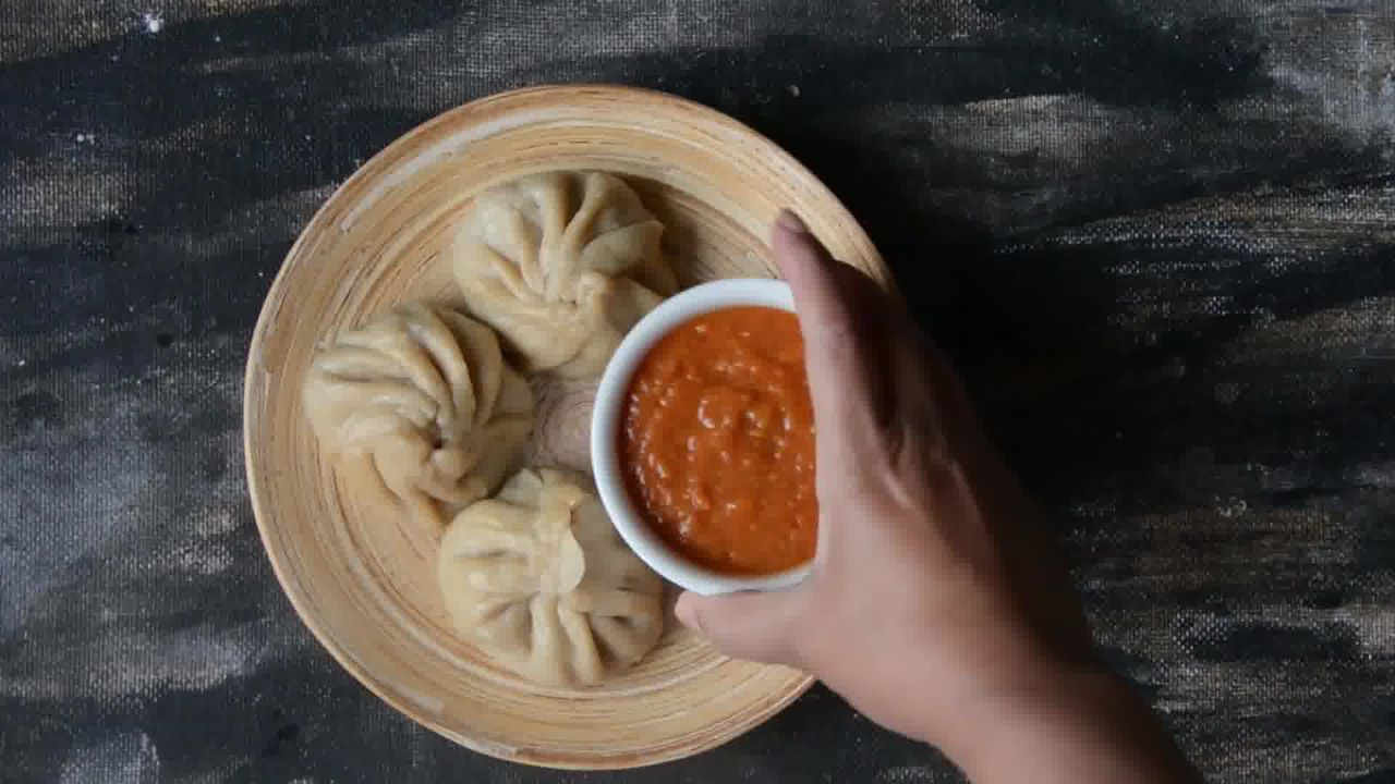 Image of the cooking step-5-4 for Steamed Vegetable Momos With Spicy Chili Chutney - Dim Sum
