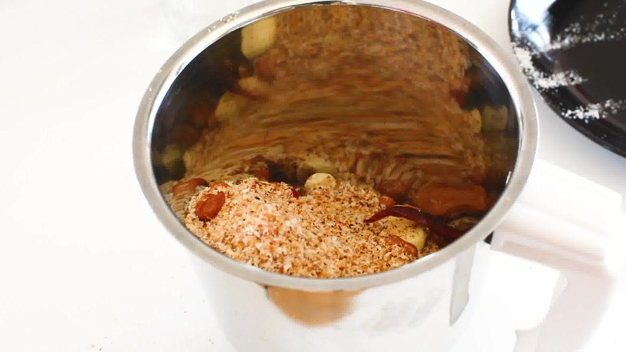 Image of the cooking step-5-7 for Vada Pav Recipe - How To Make Mumbai Vada Pav