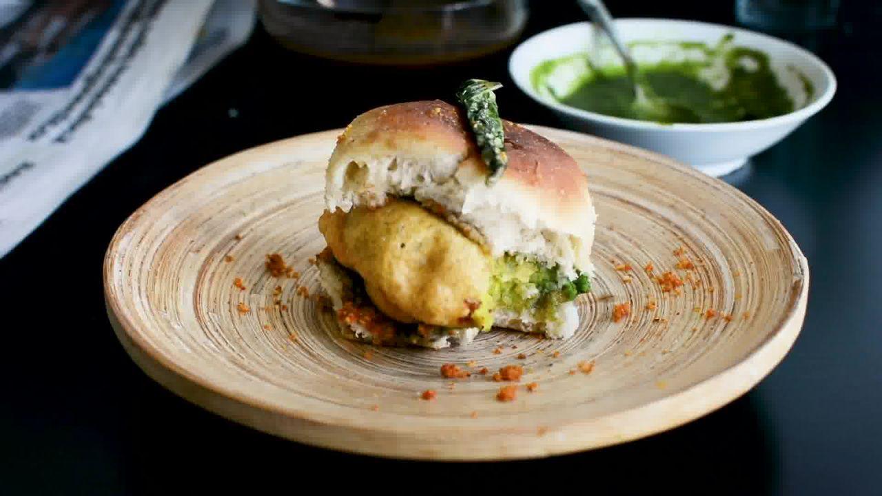 Image of the cooking step-6-5 for Vada Pav Recipe - How To Make Mumbai Vada Pav