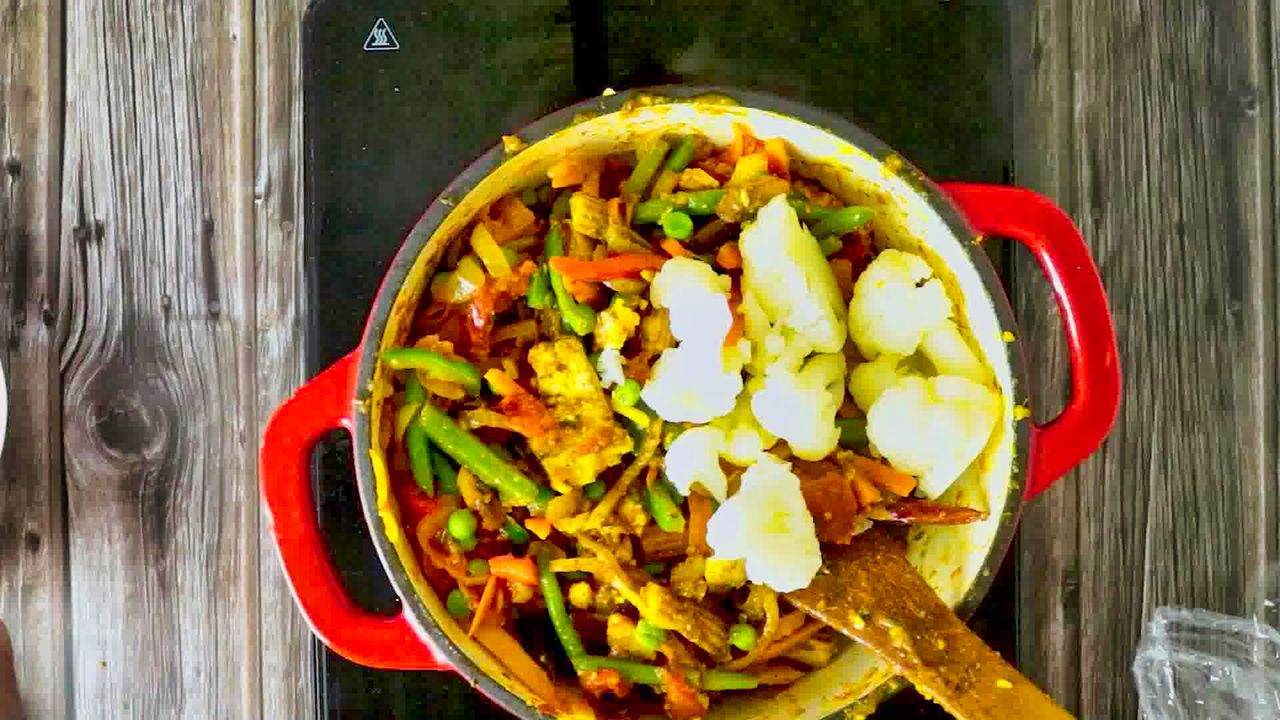 Image of the cooking step-1-13 for Vegetable Jalfrezi