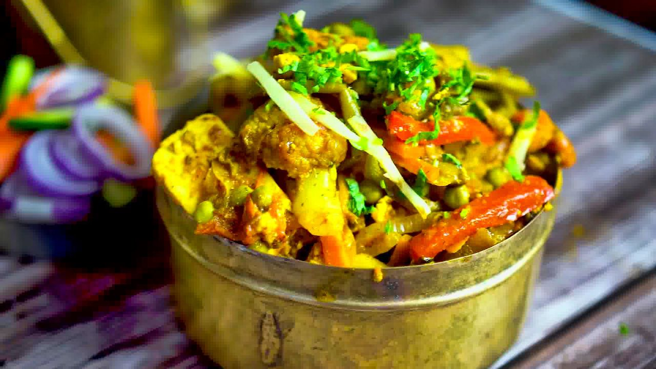 Image of the cooking step-1-17 for Vegetable Jalfrezi