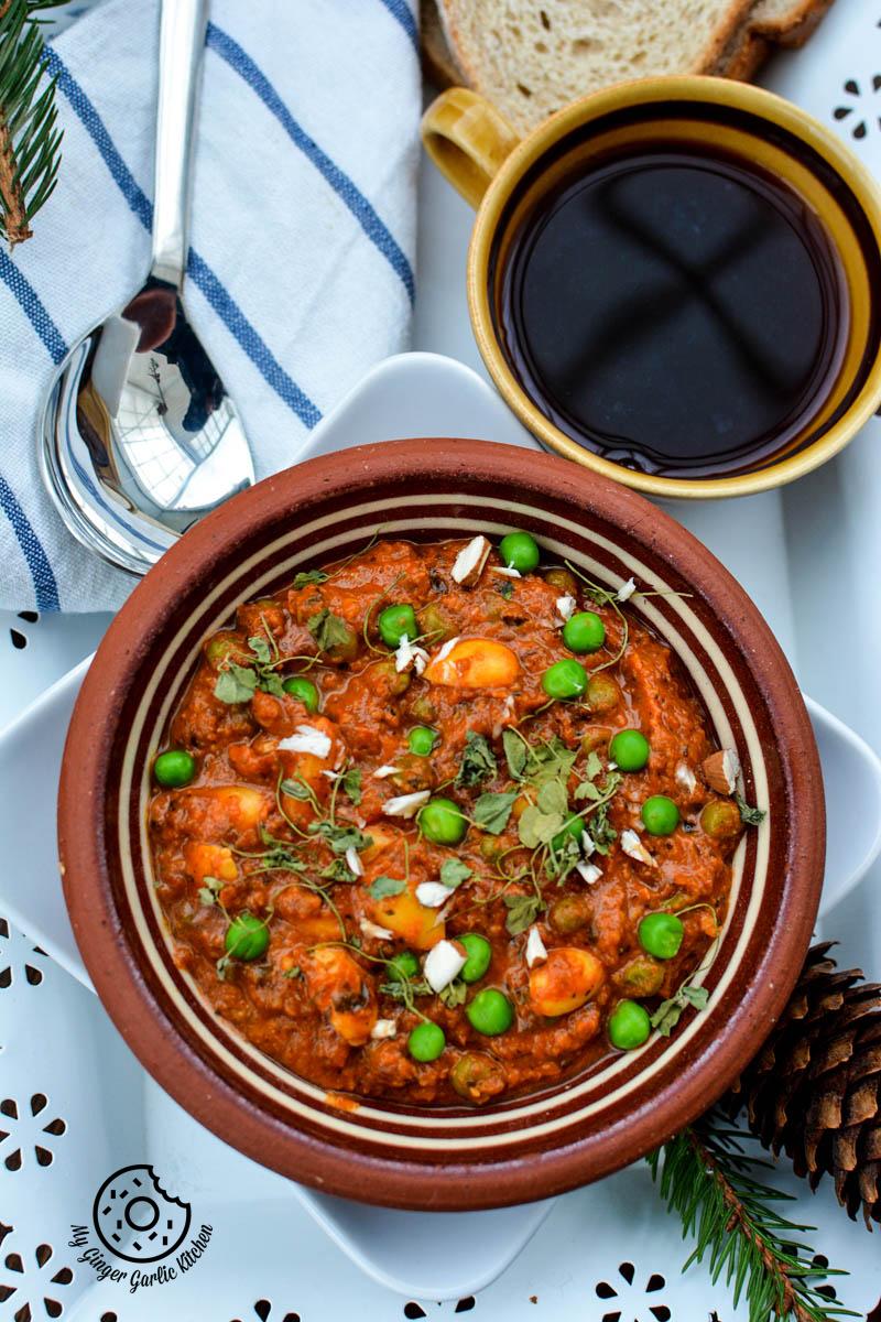 recipe-almond-peas-curry-anupama-paliwal-my-ginger-garlic-kitchen-5