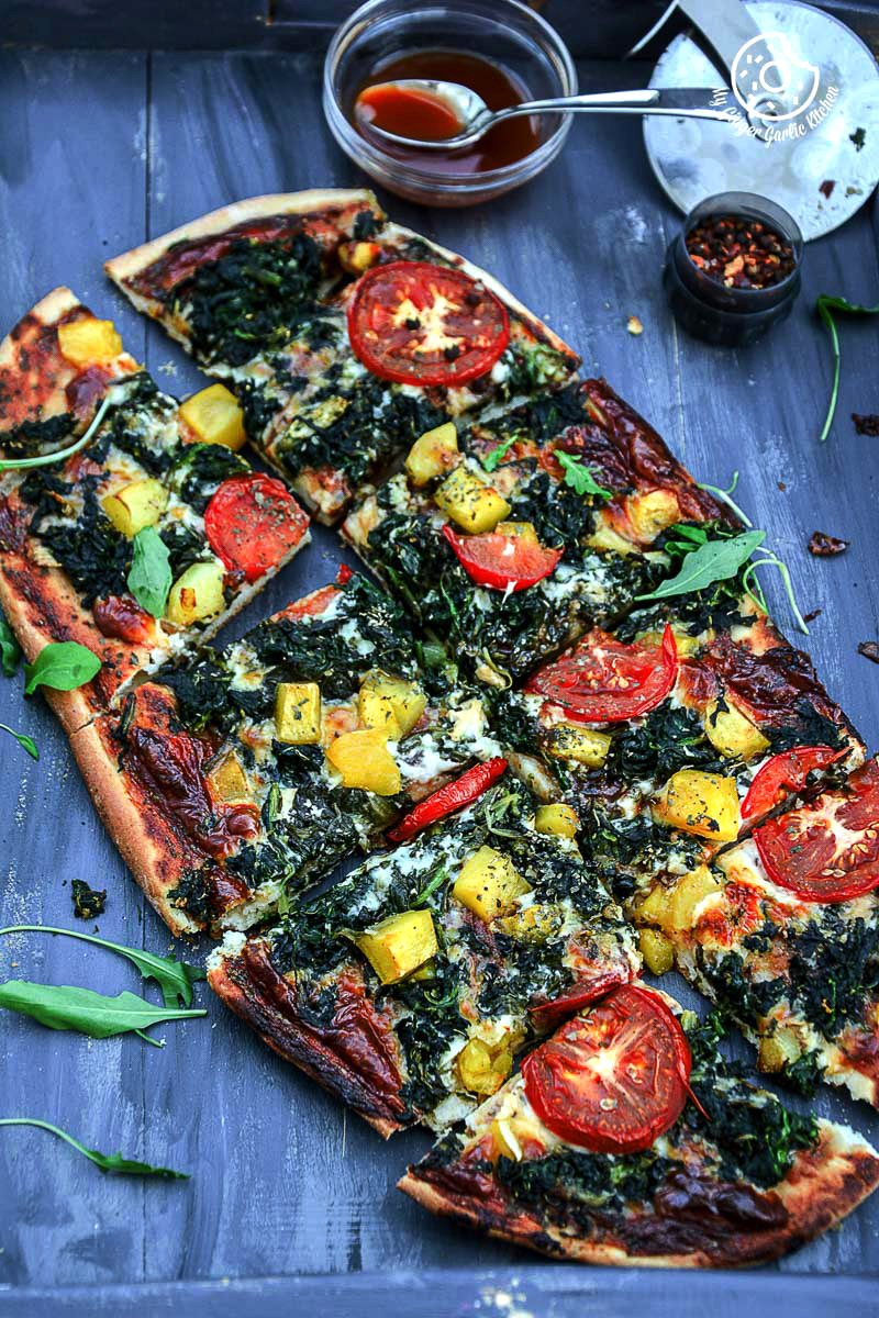 recipe-Garlicky-Spinach-Mango-Tomato-Pizza-with-Hot-Pepper-Sauce-and-Flakes|mygingergarlickitchen.com/ @anupama_dreams