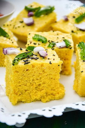 Image of Spongy and Soft Instant Gujarati Khaman Dhokla Recipe