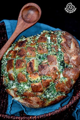 Pull Apart Garlic Parsley Bread [With Video]