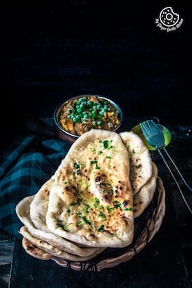 Image of Restaurant Style Indian Garlic Naan – 3 Ways | Video Recipe