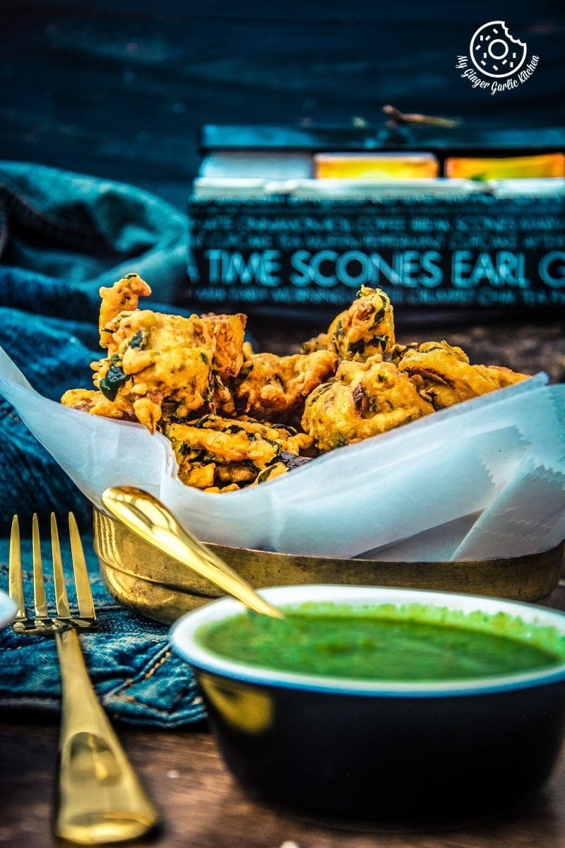 Image of Crispy Aloo Palak Pakora Recipe - Spinach Potato Fritters