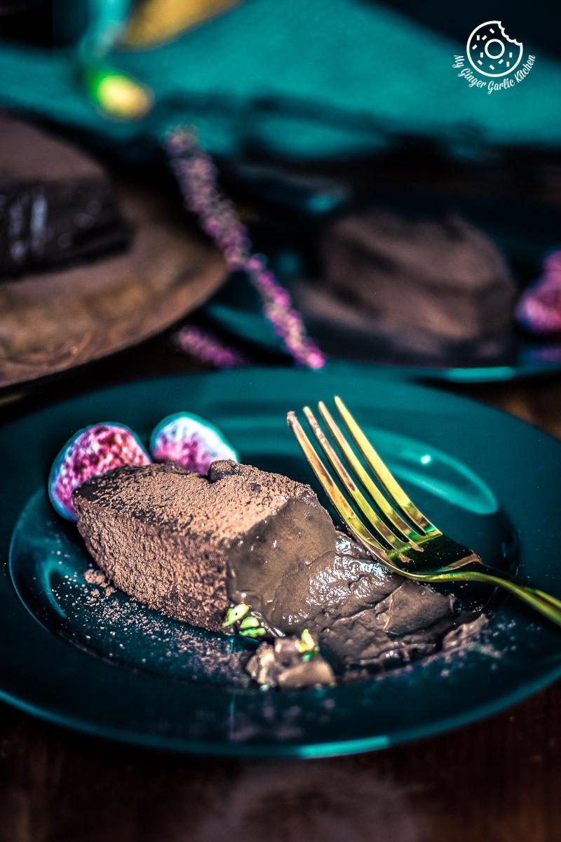 Eggless Chocolate Mousse Cake Recipe | No Bake | | mygingergarlickitchen.com/ @anupama_dreams