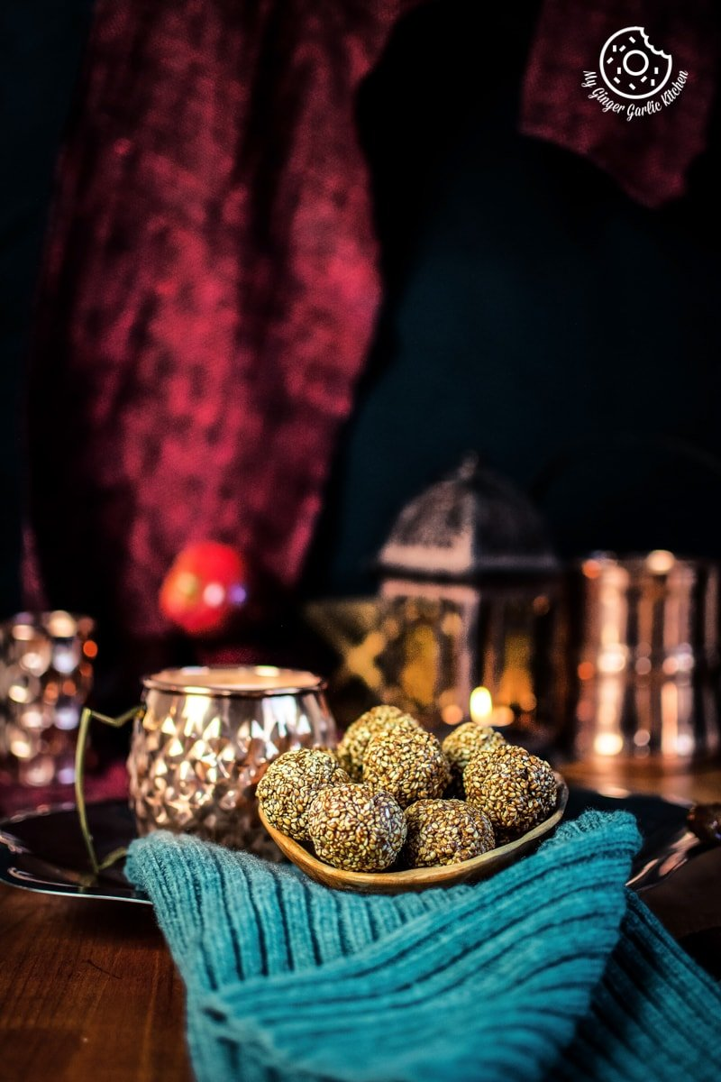 sesame ladoo is served in a wooden bowl