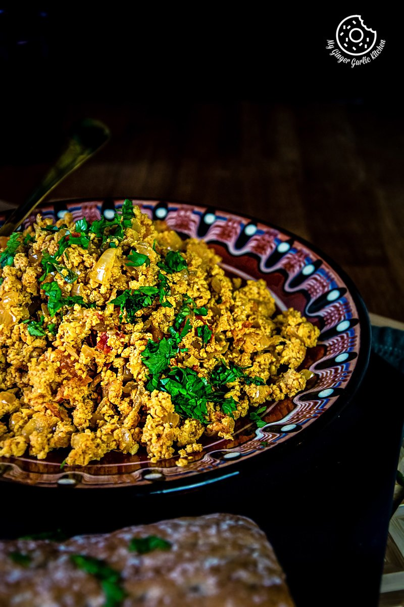 egg bhurji served with bread
