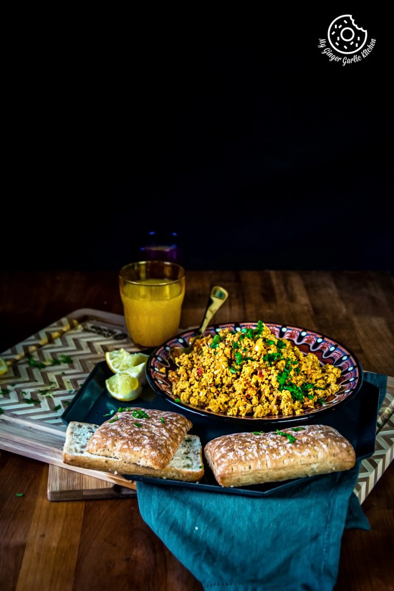 anda bhurji recipe served with bread