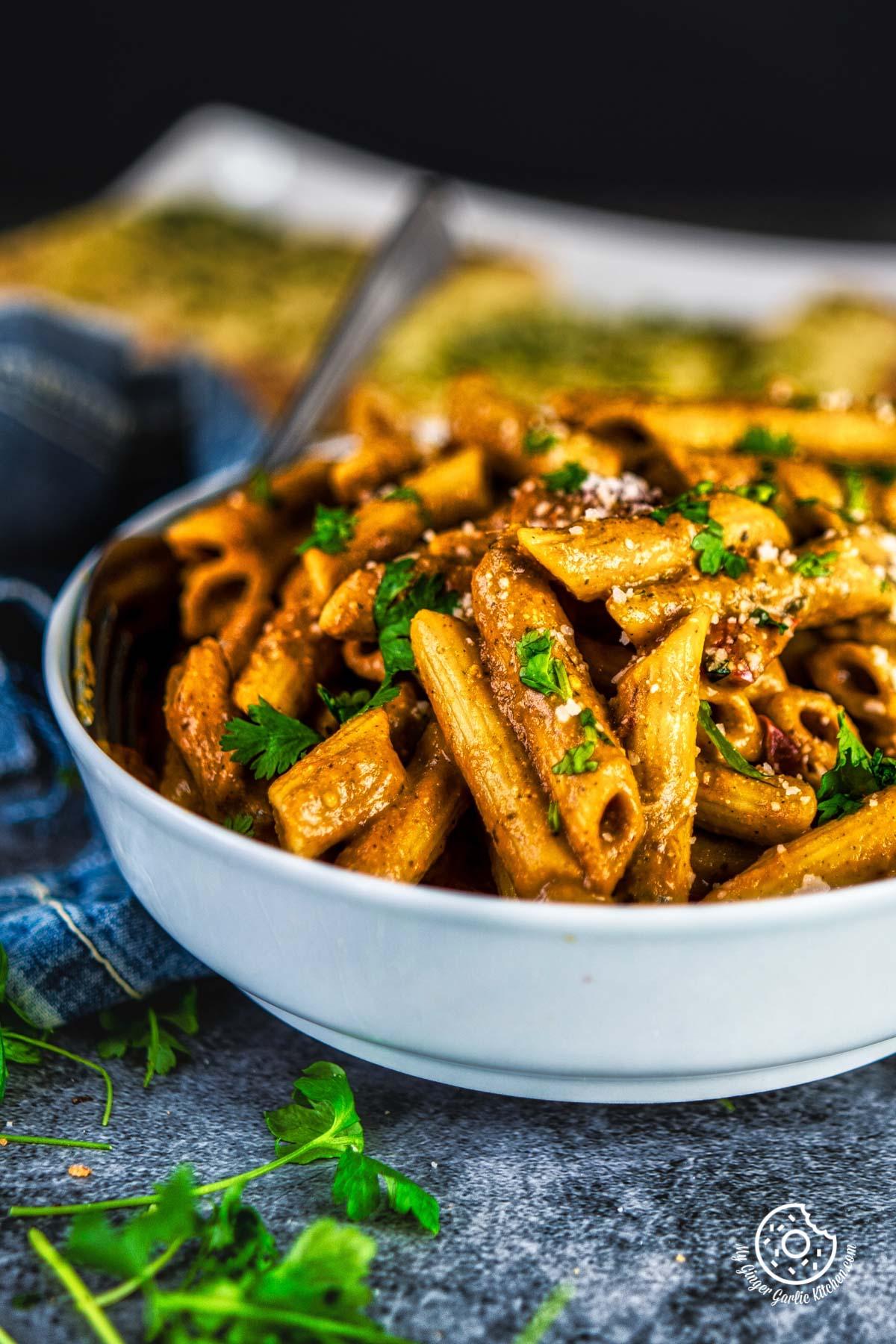 closeup shot of makhani pasta in a grey bowl